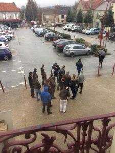 Manifestation de Gens du Voyage devant la mairie de Linas